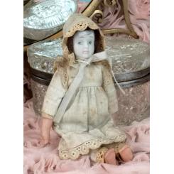 Gl. Porcelænsdukke [19cm] med stofkrop