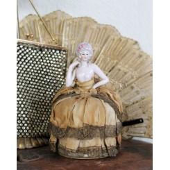Fransk Half Doll med Pudderæske [H16cm]