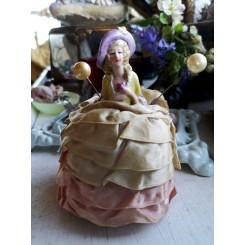 Fransk Half Doll med Hattenåle [H14cm]