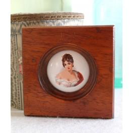 Gl. Miniature Billede [Kvinde med Sjal] 12x12cm