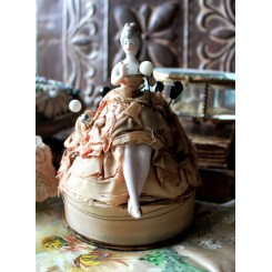 Gl. Half doll - med ben [17cm] + 7 Hattenåle*