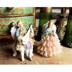Gl. Figurer med Blonder Porcelæn [9cm] Pr. stk