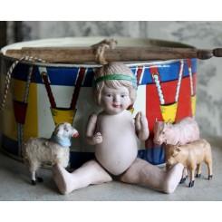 Gl Porcelænsdukke [H13,5cm] PIGE